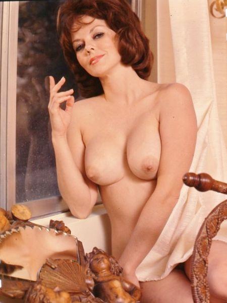 Seductive Nude Wives. $(KGrHqYOKosE33b(vU56BOC9NpP03g~~2_3